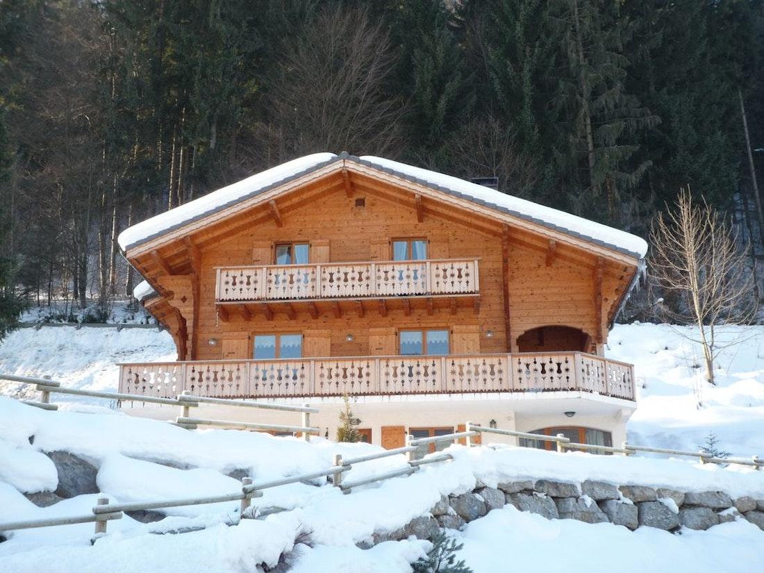 Spacious terrace luxury family chalet Doux-Abri Morzine