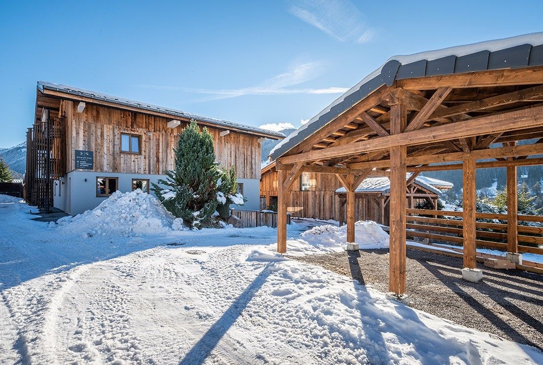 Outside view of Karri accommodations and its car park in Morzine