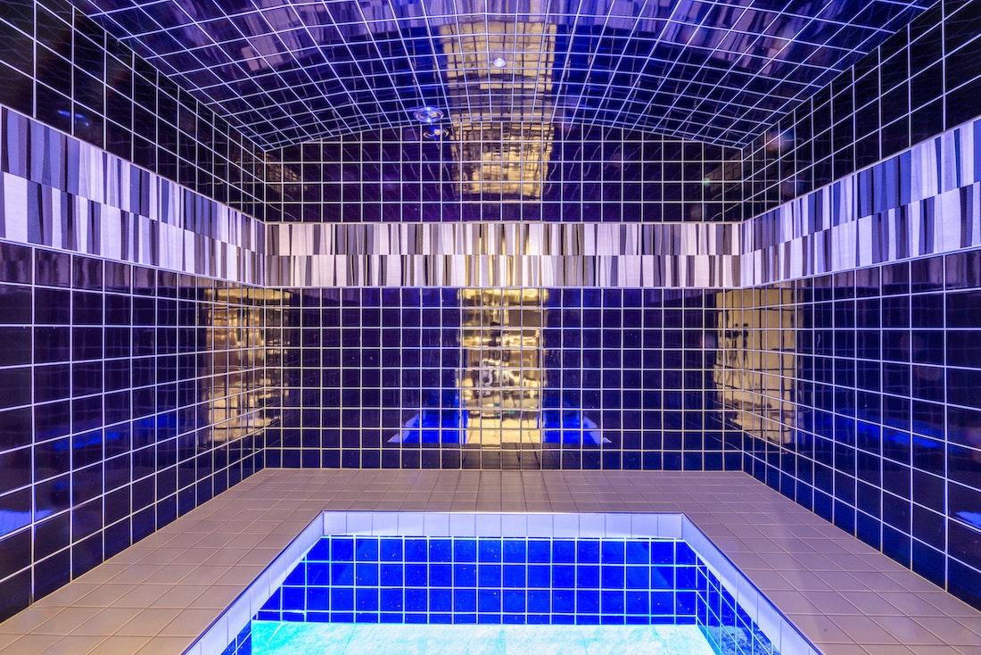 Blue hammam steam room hotel services apartment Flocon Morzine