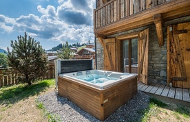 Outdoor hot tub of Moulin II luxury chalet in Les Gets