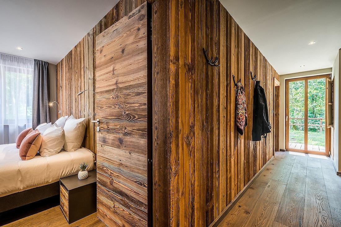 Chambre en suite double en bois massif dans le chalet Moulin I Les Gets