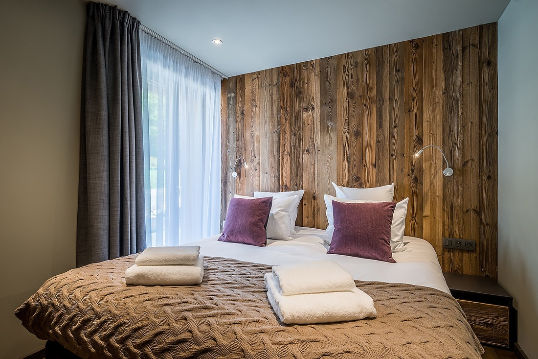 Double bedroom with fresh towels at Moulin II luxury chalet in Les Gets