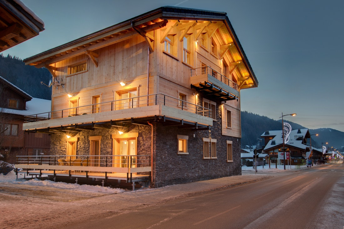 Street view of Etoile accommodation in Morzine during winter