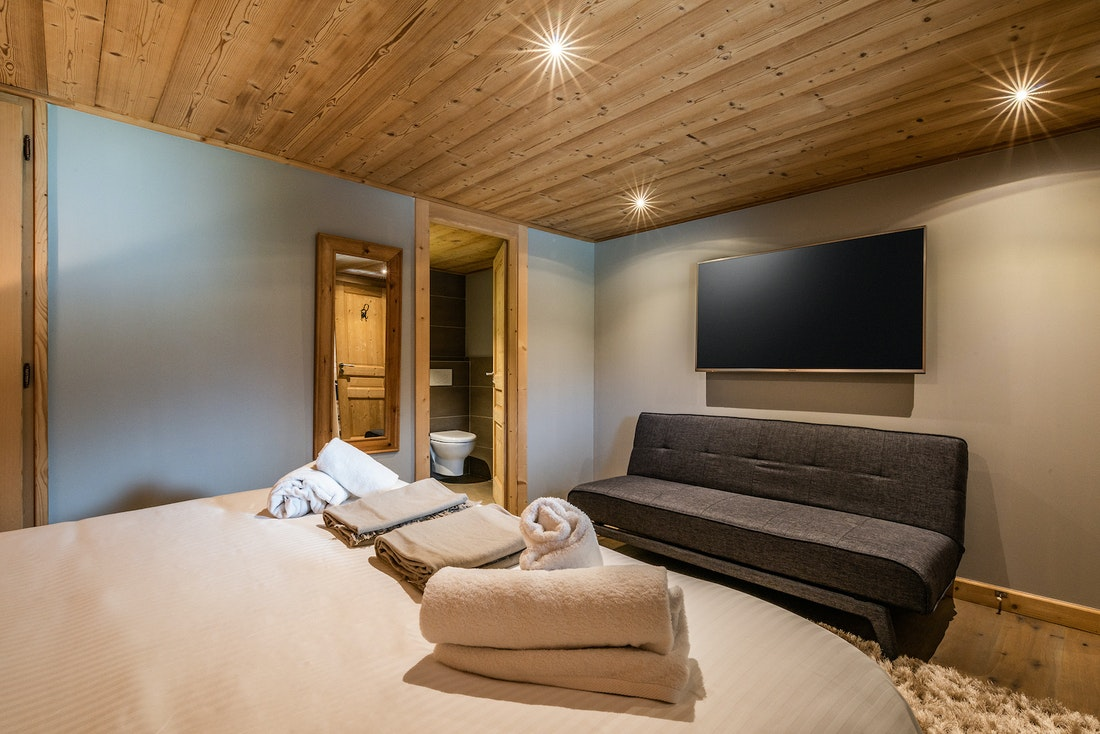 Ensuite bedroom with fresh towels and linen at Balata luxury chalet in Morzine