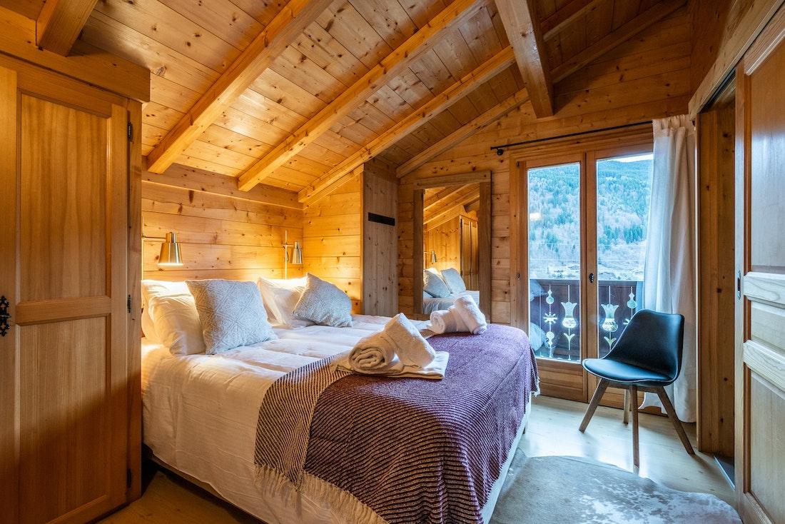 Cosy double bedroom ample cupboard space landscape views alps chalet Doux-Abri Morzine