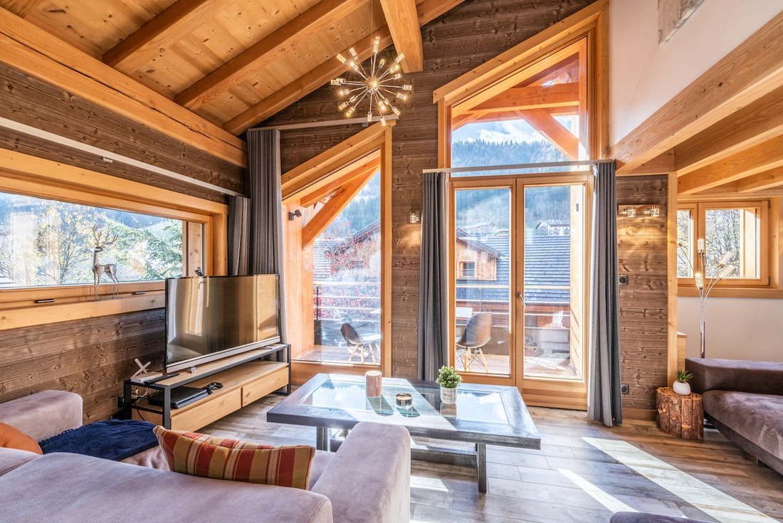 Modern living room with wooden ceiling at Etoile accommodation in Morzine