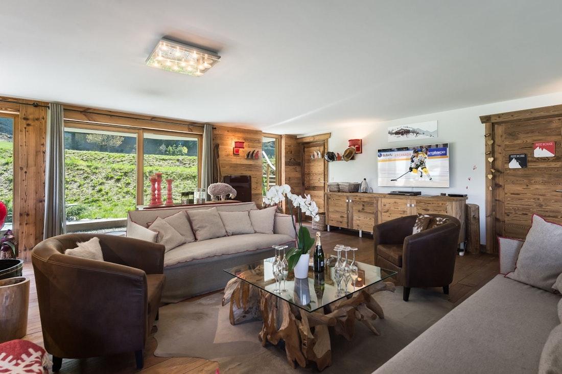 Salon spacieux appartement de luxe aux pieds des pistes Moabi Courchevel Le Praz