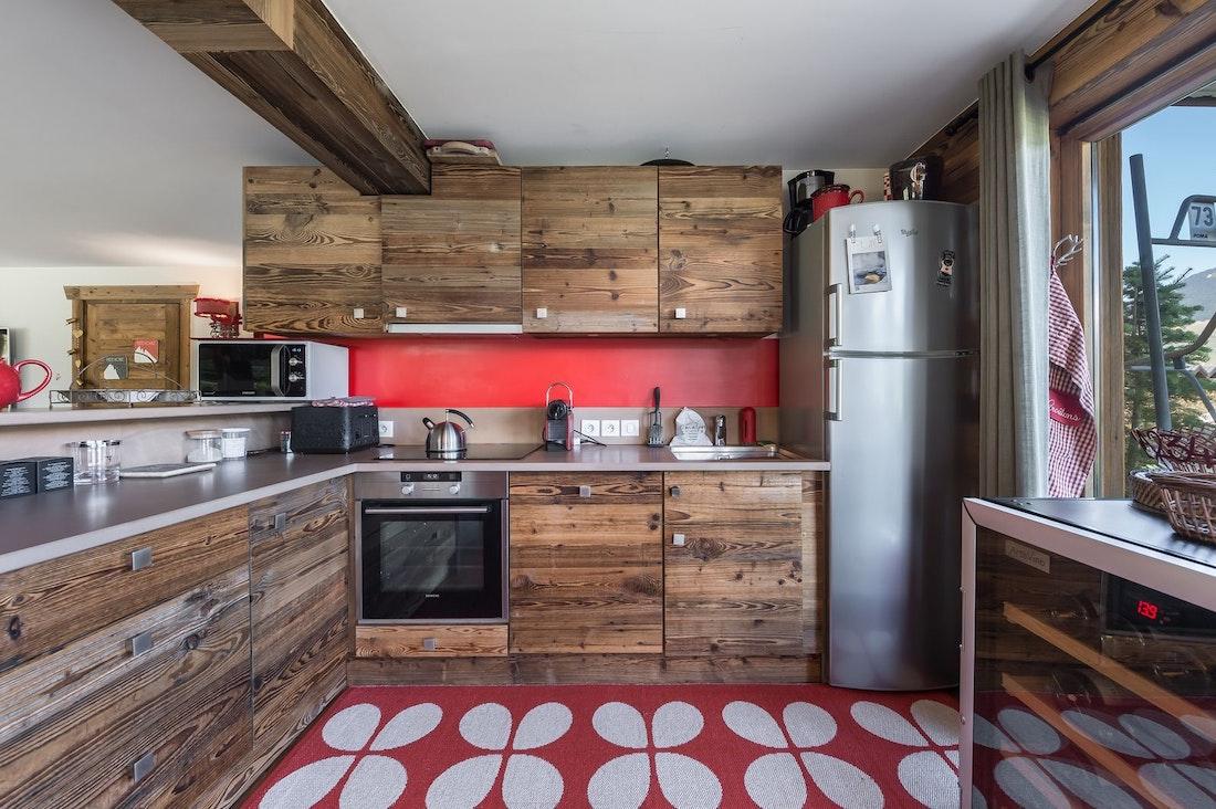 Cuisine moderne entièrement équipée appartement de luxe Moabi aux pieds des pistes à Courchevel Le Praz