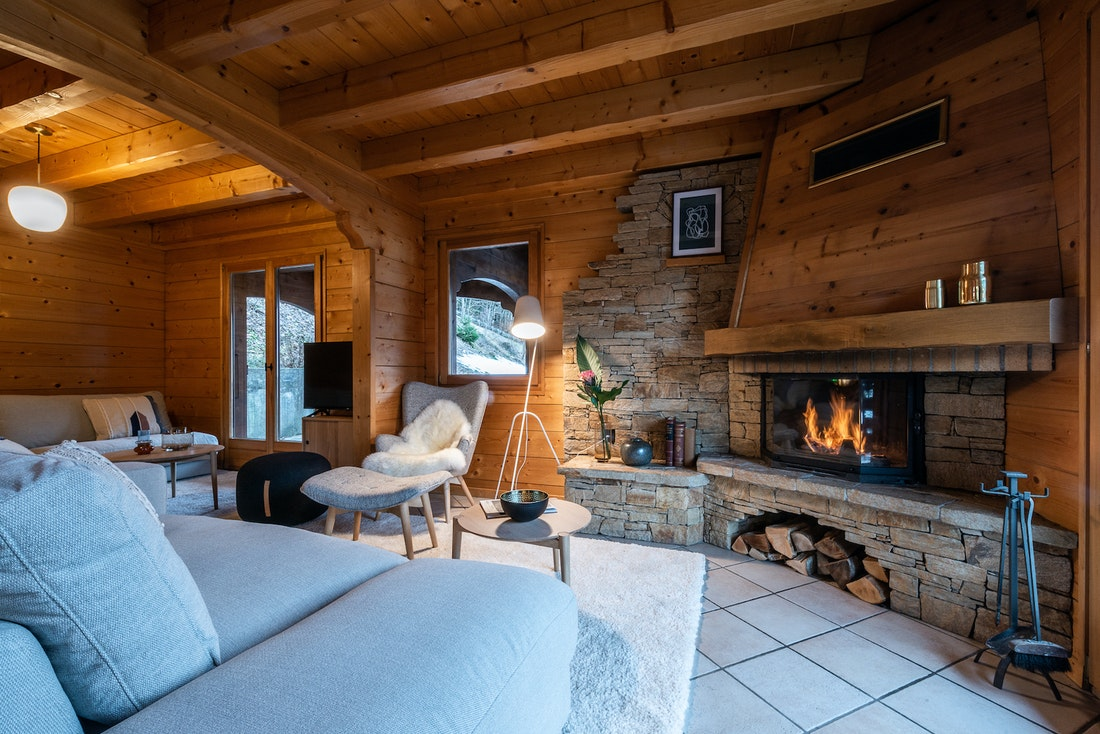 Spacious living room fireplace luxury family chalet Doux-Abri Morzine