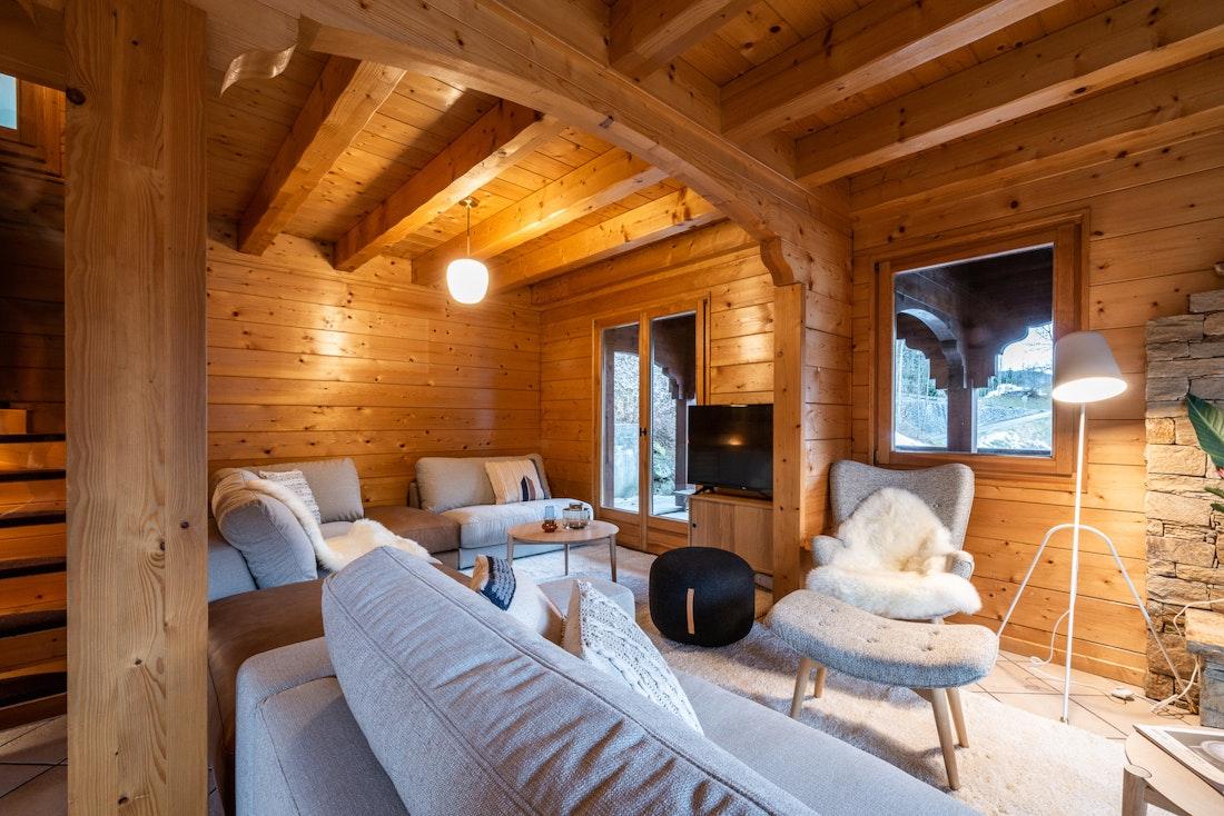 Cosy living room TV luxury family chalet Doux-Abri Morzine