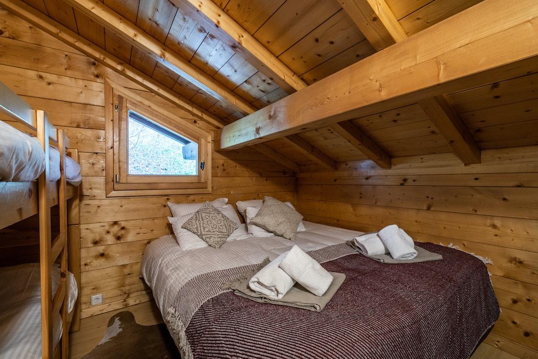Luxury double ensuite bedroom bunk beds eco-friendly chalet Doux-Abri Morzine