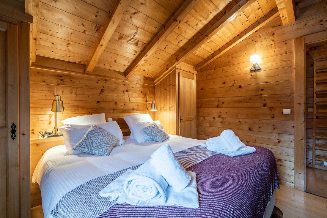 Luxury double ensuite bedroom fresh towels hotel services chalet Doux-Abri Morzine