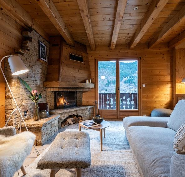 Alpine living room luxury hot tub chalet Doux-Abri Morzine