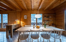 Contemporary dining room luxury hot tub chalet Doux-Abri Morzine
