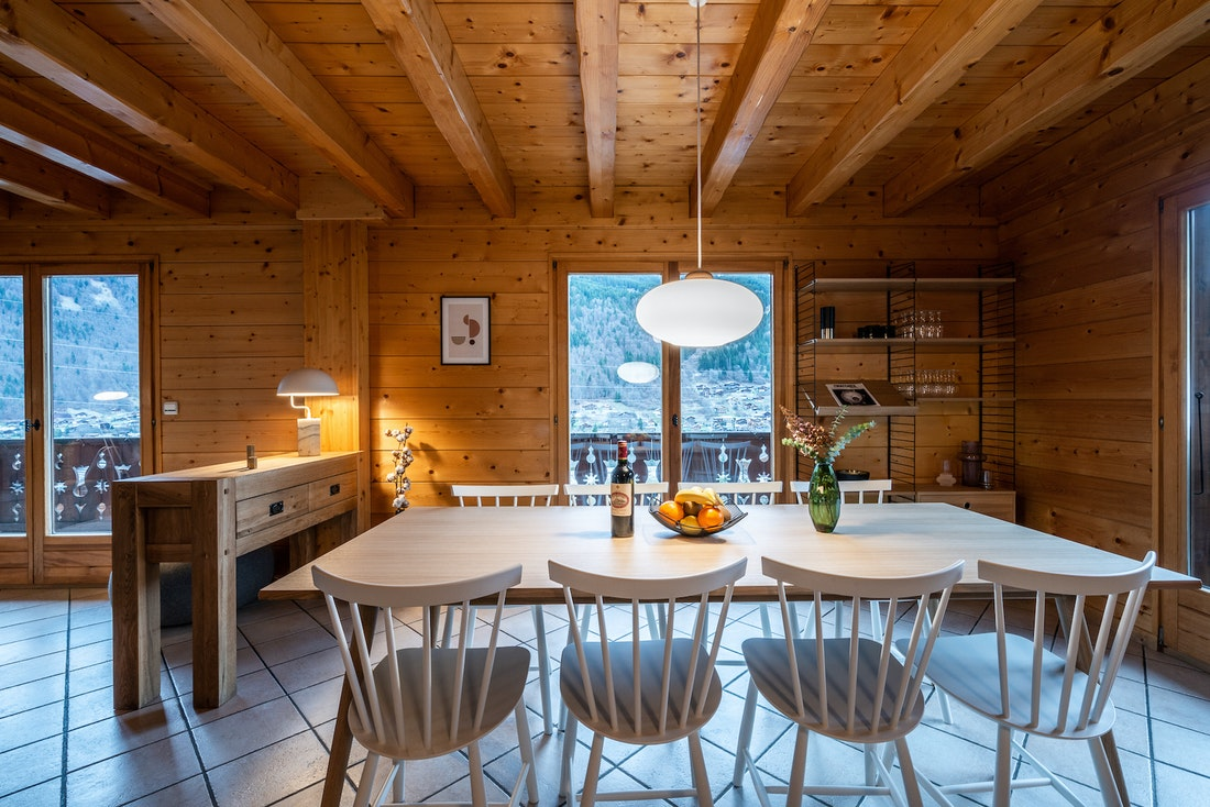 Open spacious dining room luxury eco-friendly chalet Doux-Abri Morzine