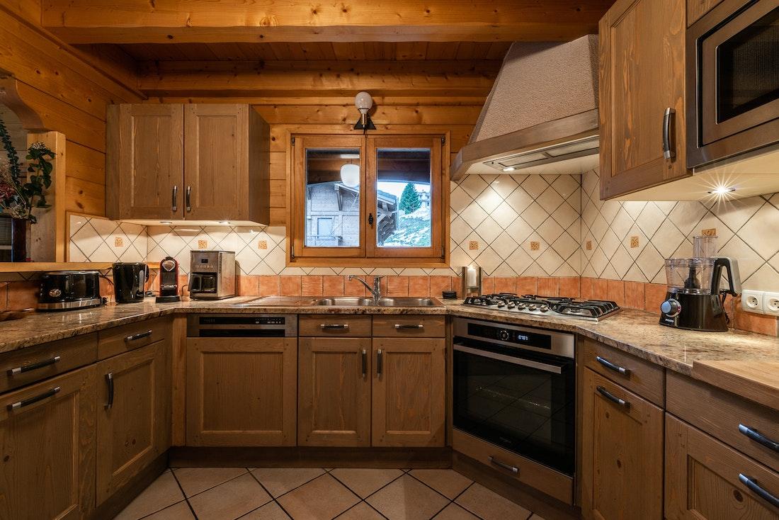 Modern kitchen luxury eco-friendly chalet Doux-Abri Morzine