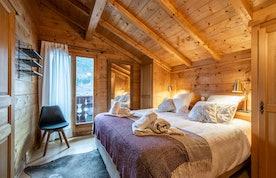 Luxury double ensuite bedroom hot tub chalet Doux-Abri Morzine