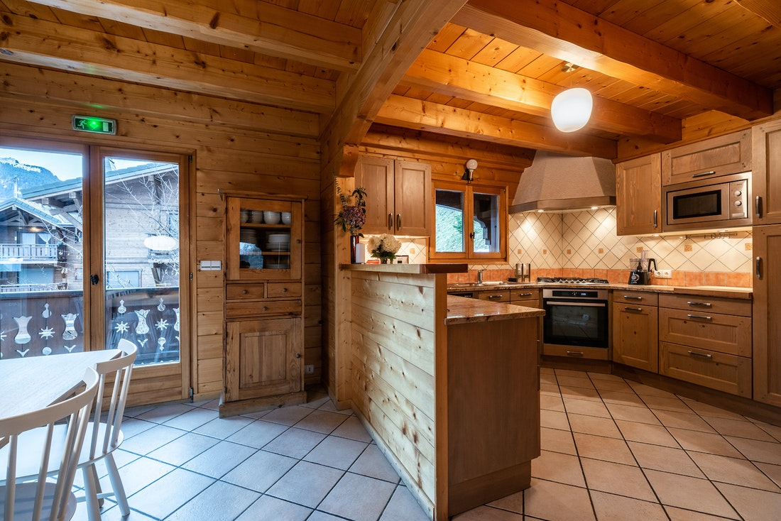 Wooden fully-equipped contemporary kitchen luxury eco-friendly chalet Doux-Abri Morzine