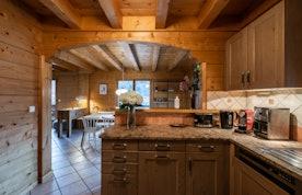 Spacious kitchen luxury hot tub chalet Doux-Abri Morzine
