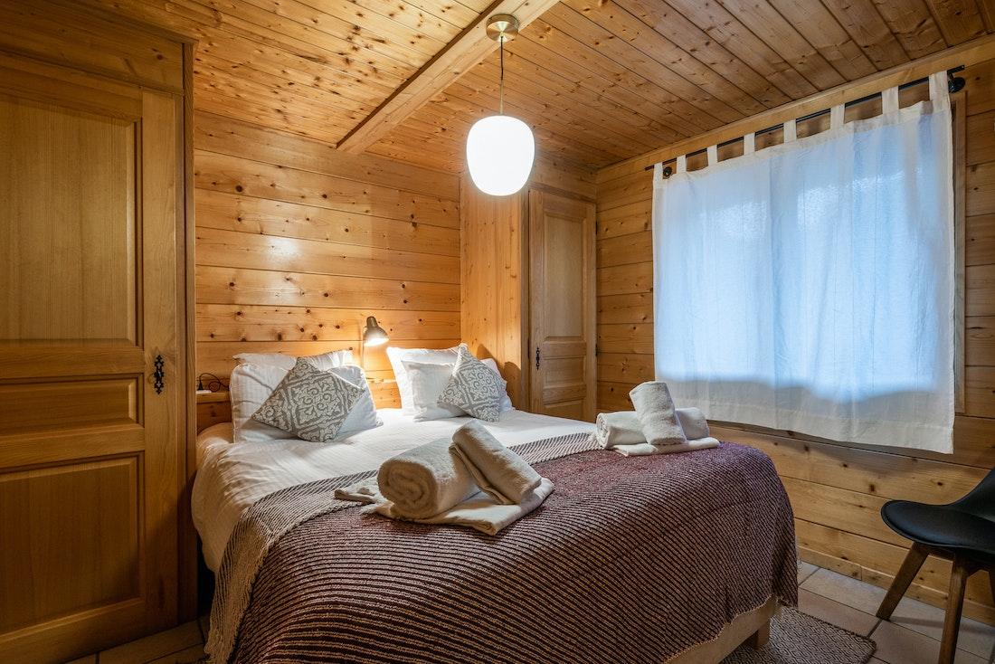 Cosy double bedroom ample cupboard space landscape views hotel services chalet Doux-Abri Morzine