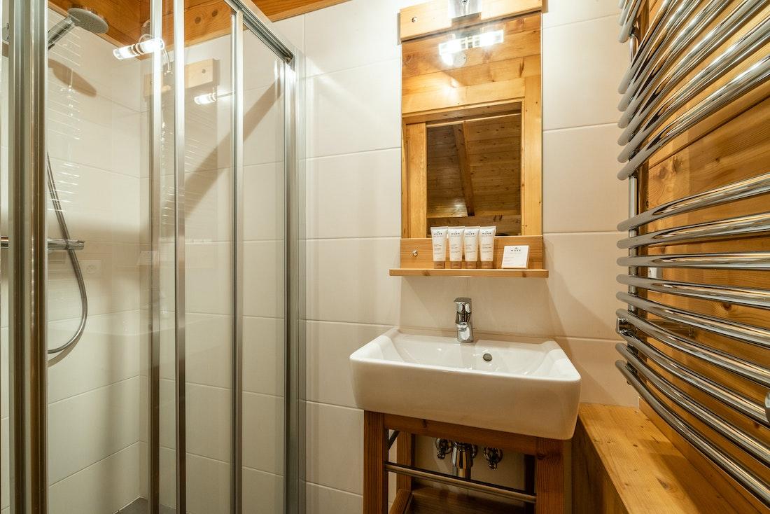 Design bathroom walk-in shower eco-friendly chalet Doux-Abri Morzine