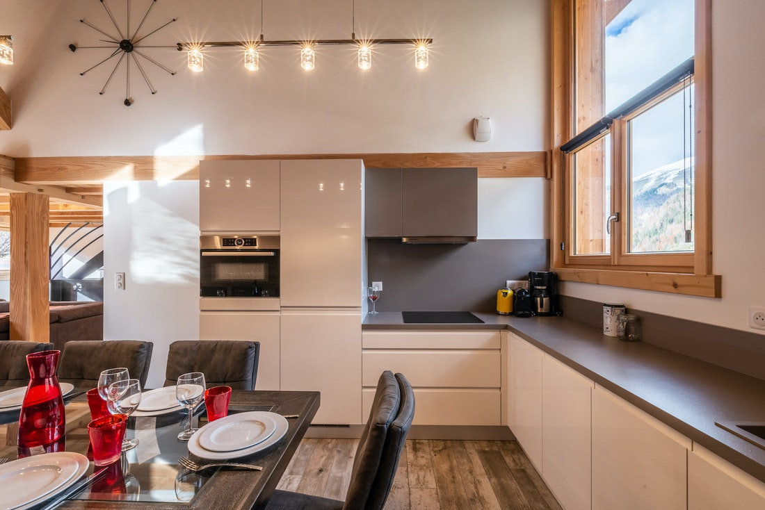 Fully-equipped open-kitchen and dining room at Etoile accommodation in Morzine