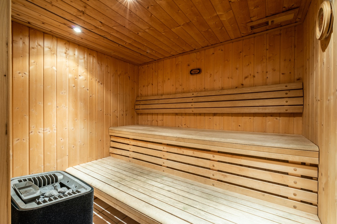 Private typical wooden sauna hot stones ski in ski out chalet Doux-Abri Morzine