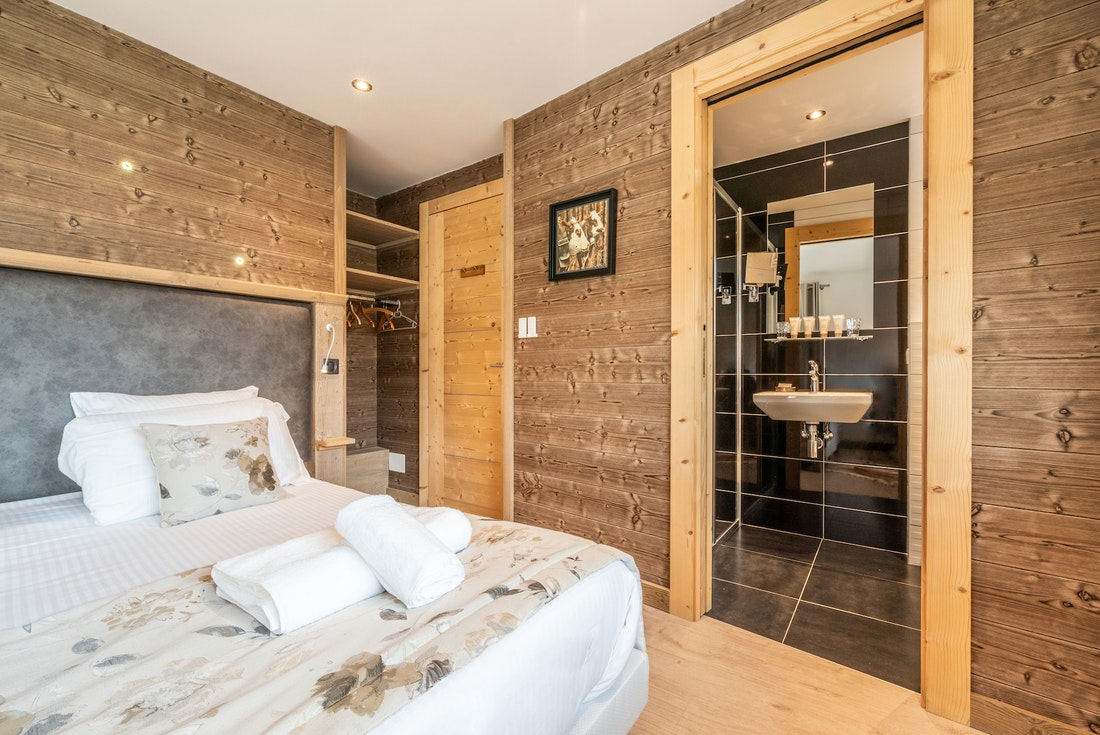 Double bedroom en-suite at Flocon accommodation in Morzine