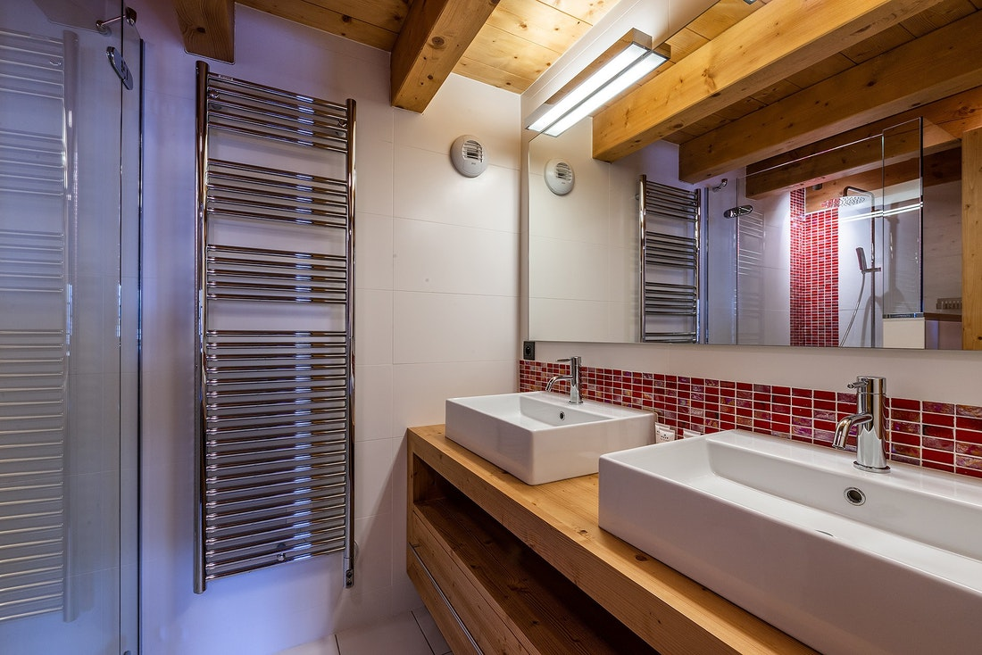 Modern bathroom walk-in shower alps chalet Abachi Les Gets