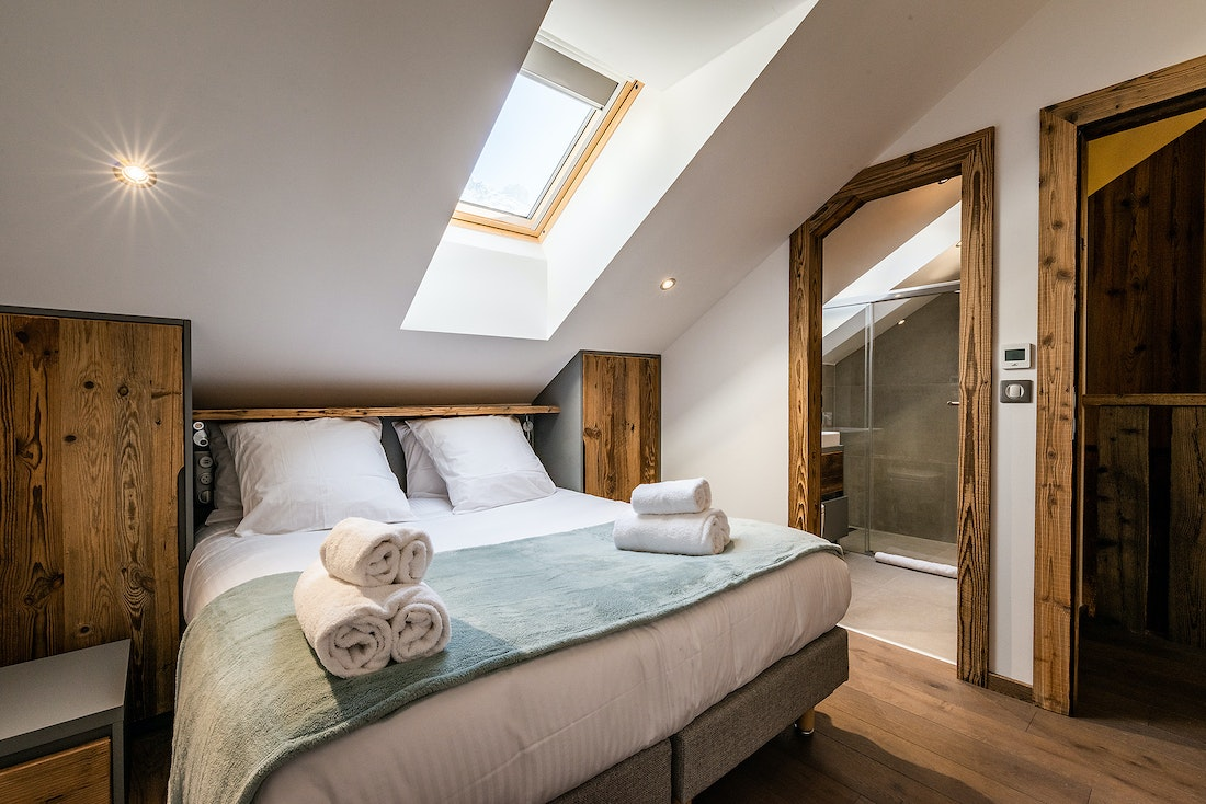 Double bedroom with fresh bed linens at Herzog luxury chalet in Chamonix