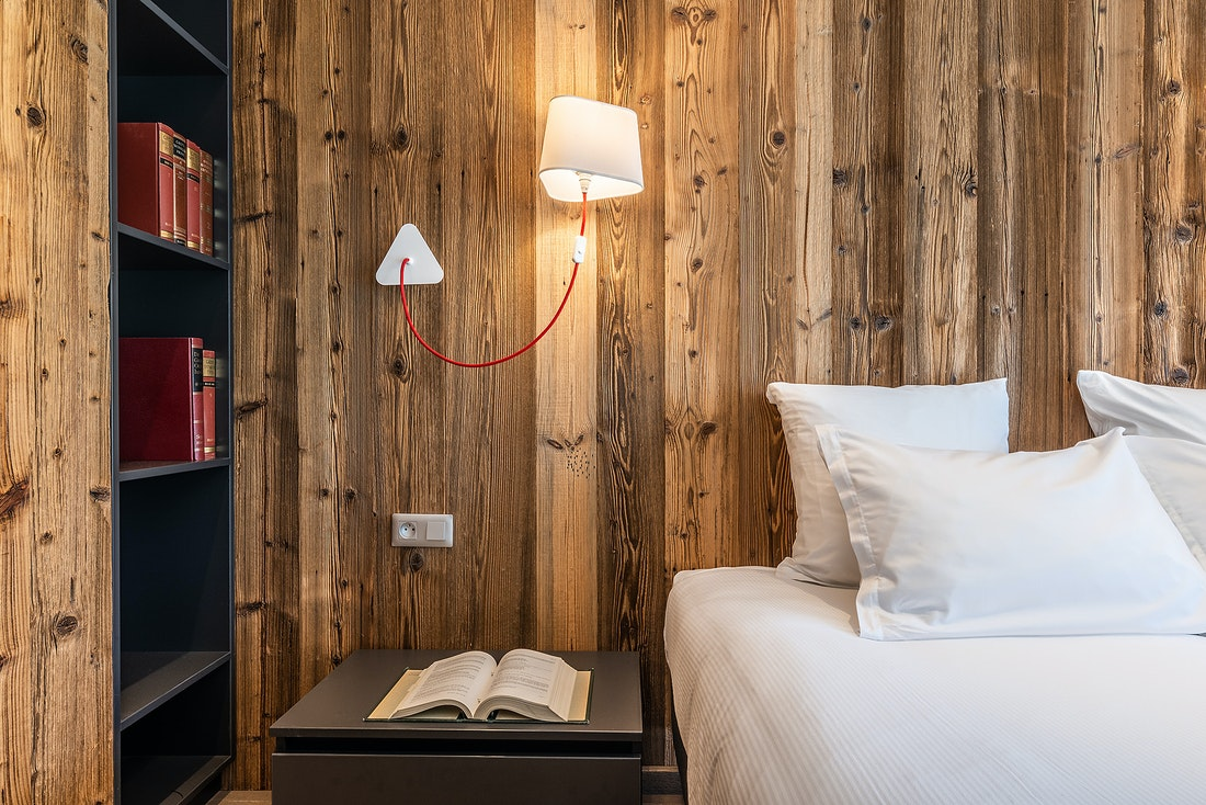 Bookshelf and wooden walls at Le Rouge luxury chalet in Morzine