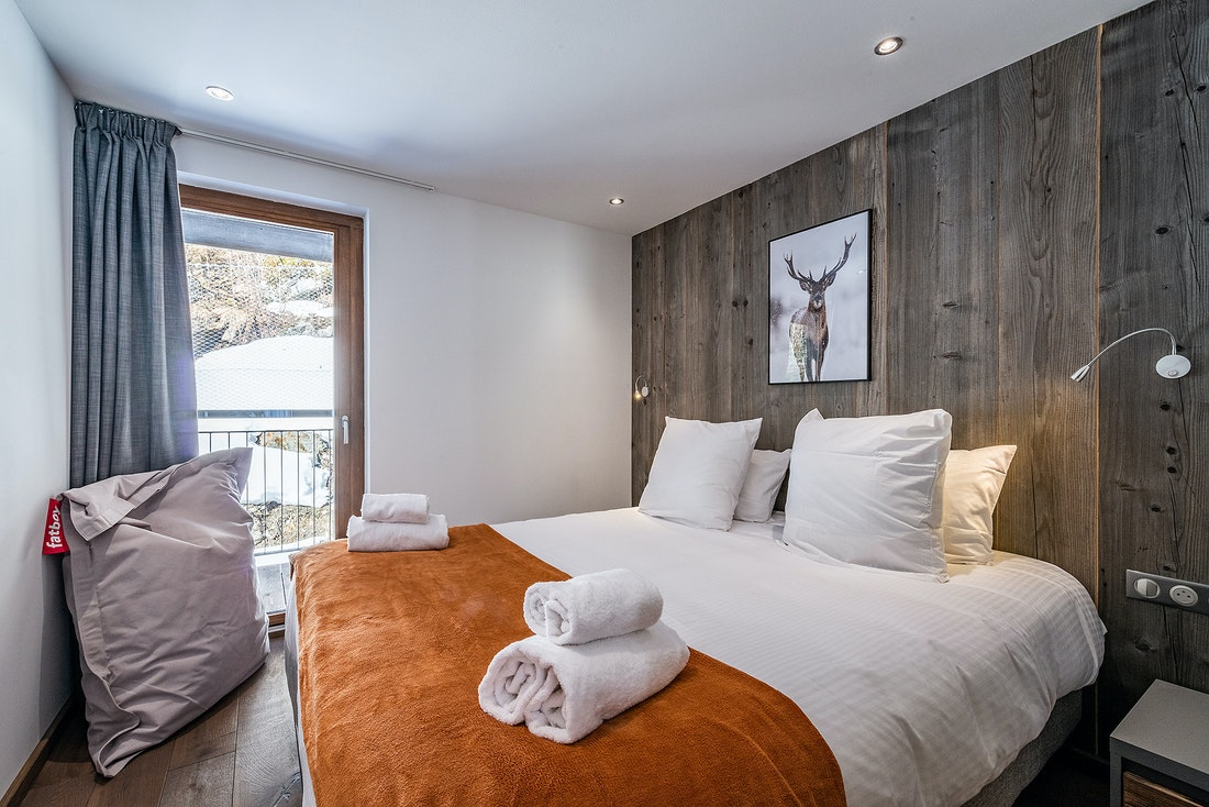 Double bedroom with Fatboy giant pillow at Ravanel luxury accommodation in Chamonix