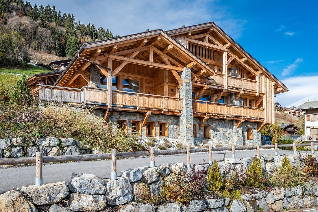 Outside view mountain chalet summer time ski chalet Abachi Les Gets