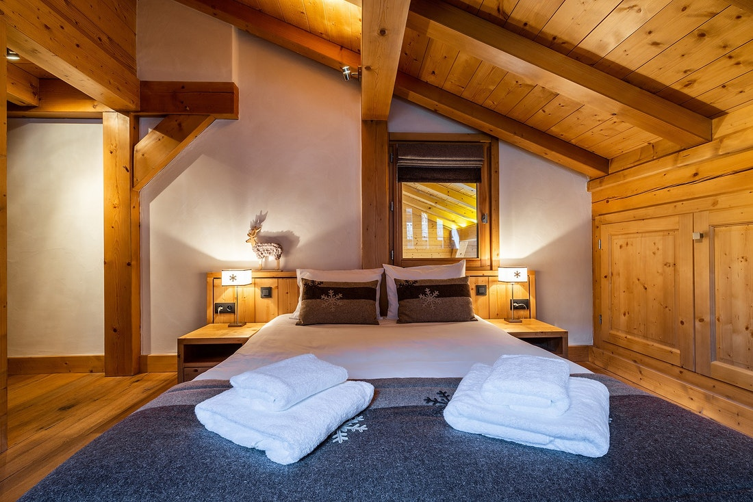Luxury double ensuite bedroom private bathroom hotel services chalet Abachi Les Gets