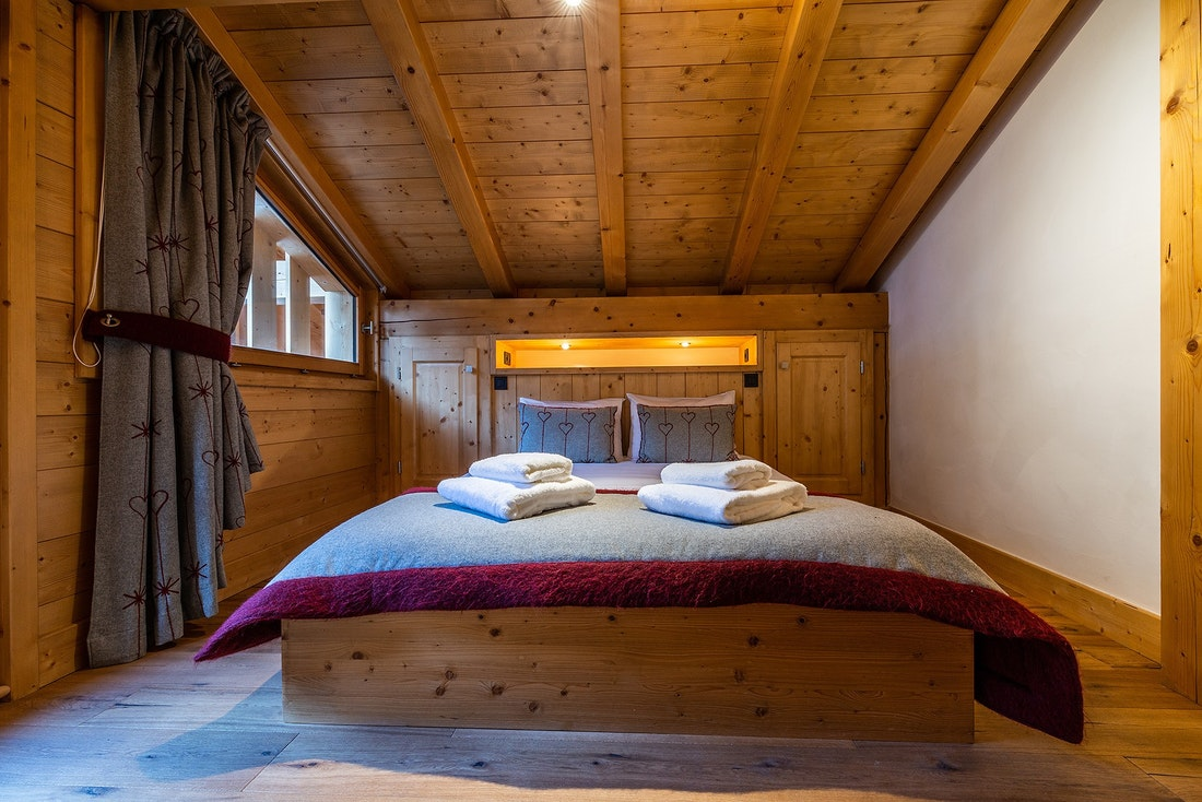 Master bedroom of Abachi luxury chalet in Les Gets