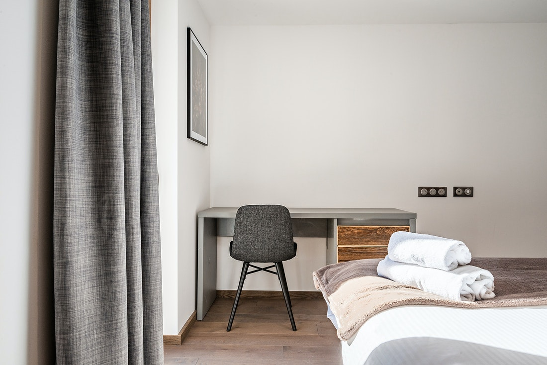 Light grey desk in a double room of Ruby luxury accommodation in Chamonix