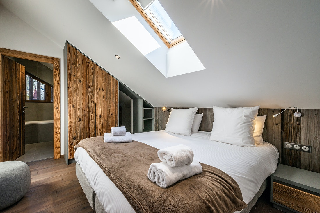 Double bedroom ensuite with premium mattress at Ruby luxury accommodation in Chamonix