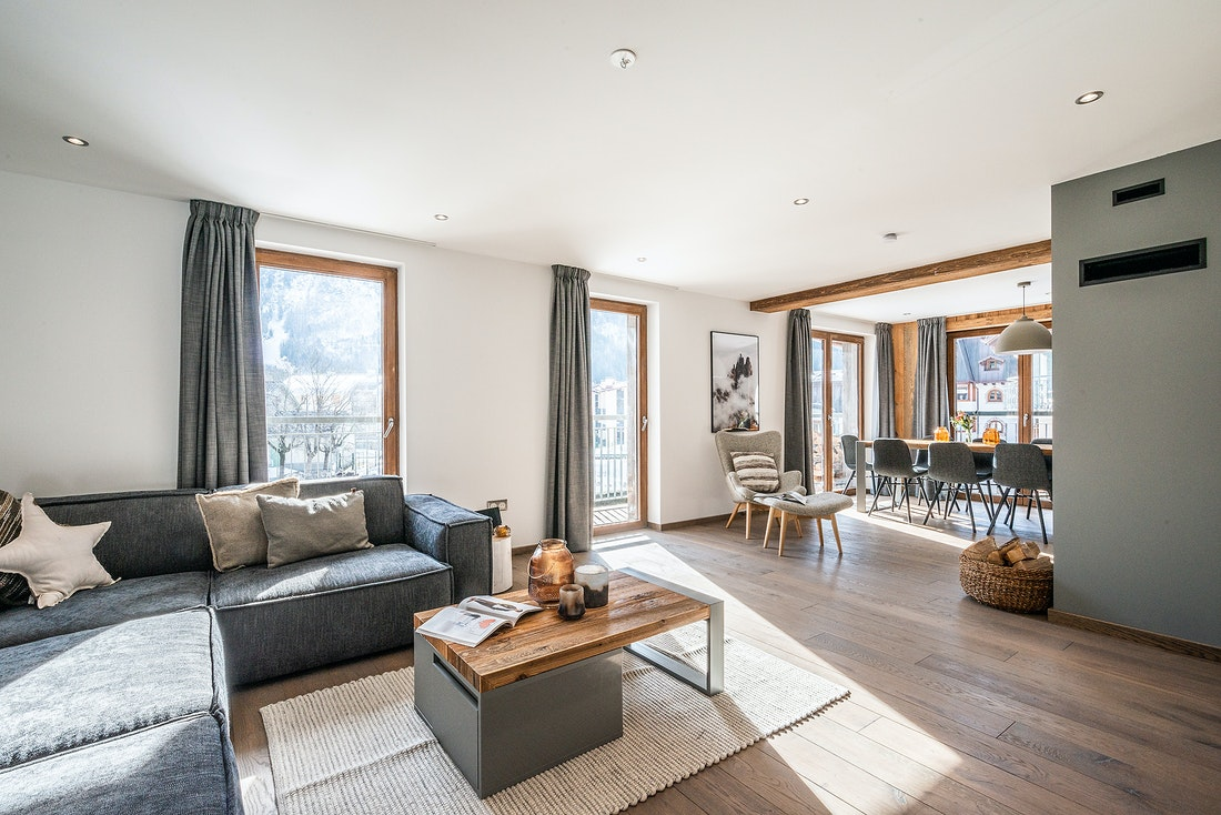 Large living room with star pillow at Ruby luxury accommodation in Chamonix