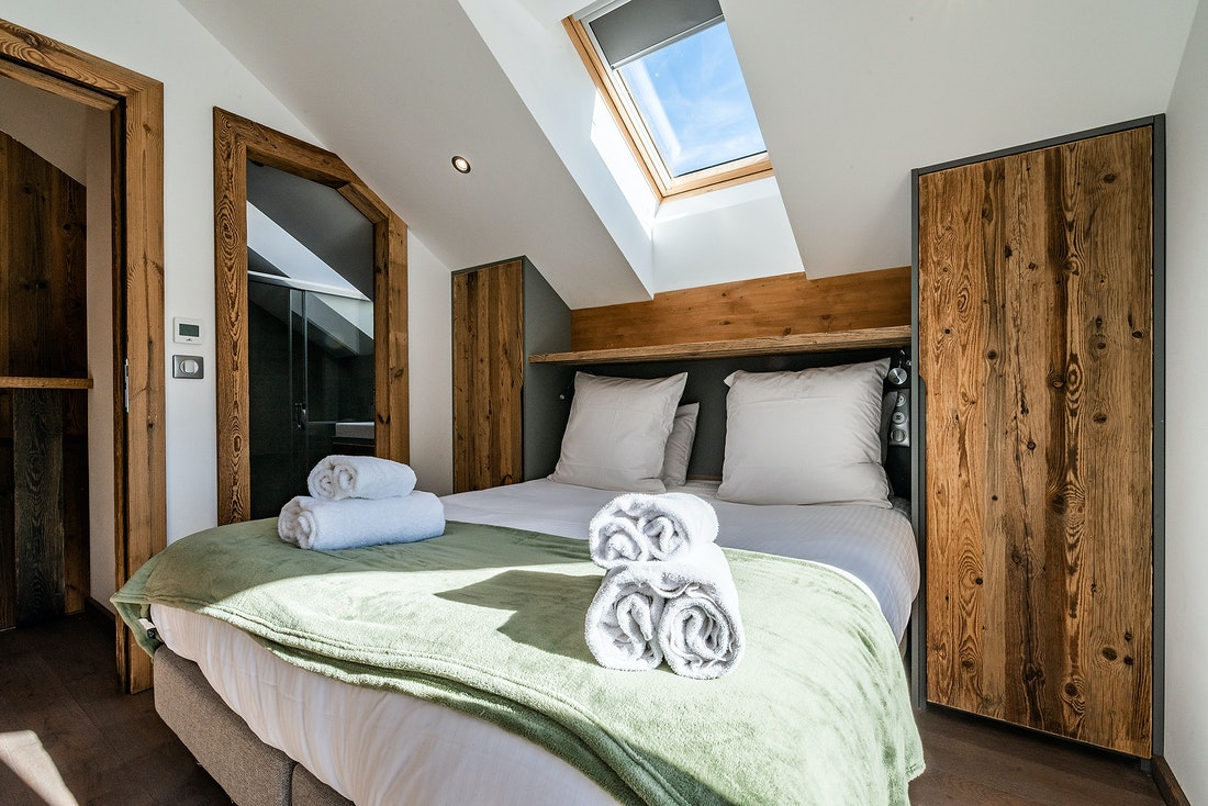 Double bedroom ensuite with fresh towels at Badi luxury chalet in Chamonix