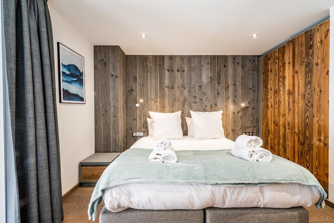 Cosy double bedroom en-suite at Herzog luxury chalet in Chamonix