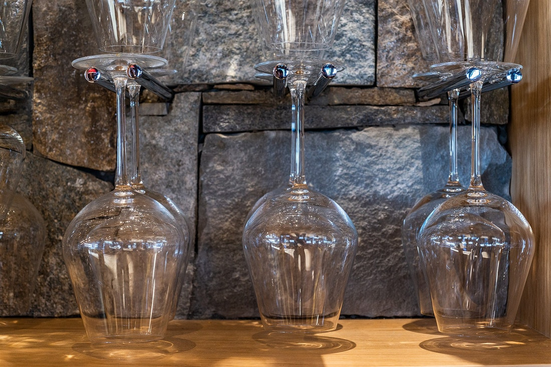 Glasses wine luxury ski chalet Abachi Les Gets