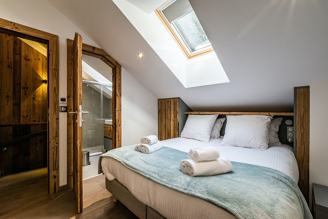 Double bedroom en-suite with fresh towels at Herzog luxury chalet in Chamonix