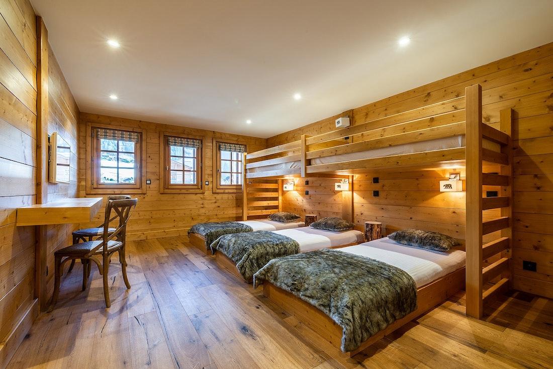 Spacious ensuite bedroom singe beds private bathroom ski chalet Abachi Les Gets