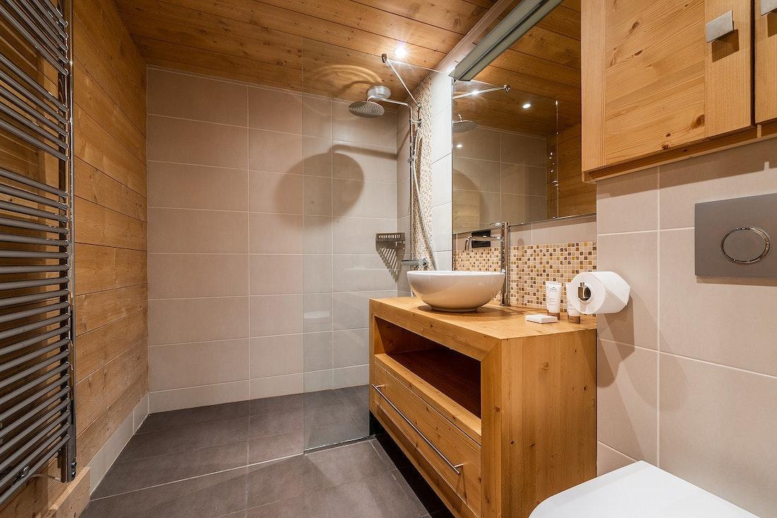 Modern bathroom walk-in shower hotel services chalet Abachi Les Gets