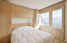 Cosy double bedroom landscape views ski in ski out apartment Itauba Courchevel 1850