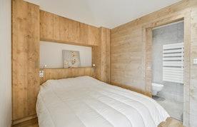 Luxury double ensuite bedroom ski in ski out apartment Itauba Courchevel 1850