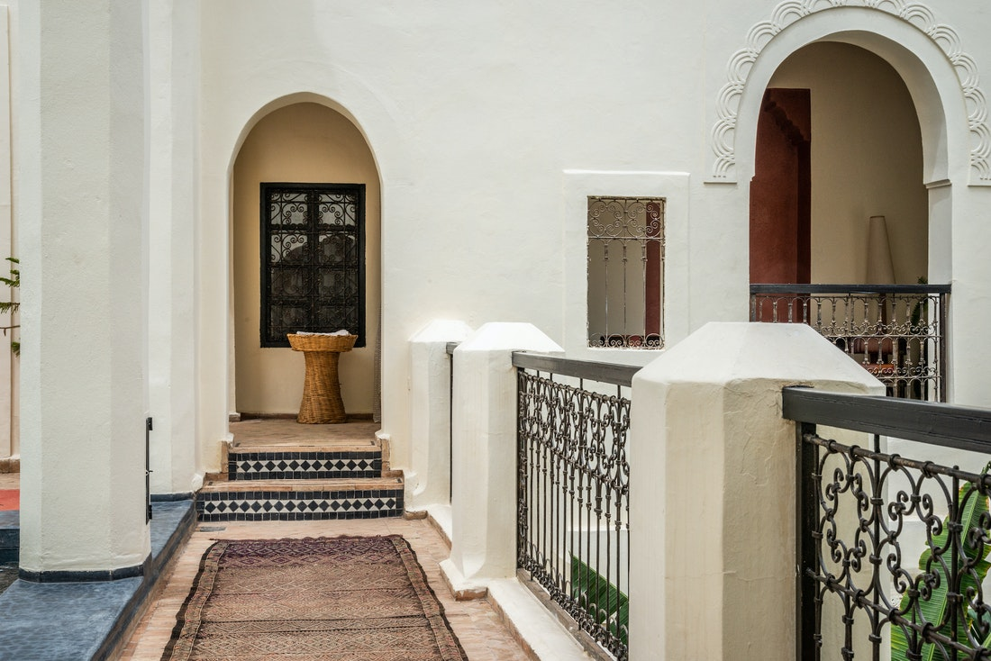 Courtyard with stairs leading to the bedroom at Adilah riad in Marrakech