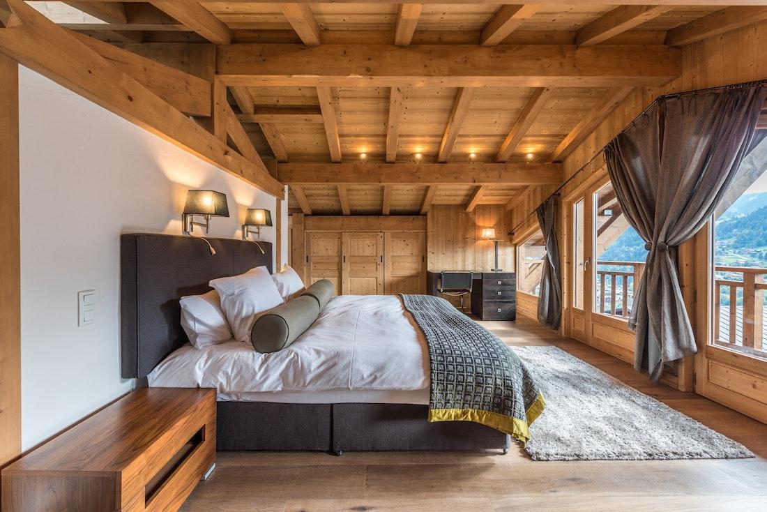 Spacious double ensuite bedroom sauna chalet Omaroo II Morzine