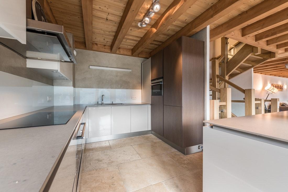 Contemporary kitchen luxury family chalet Omaroo II Morzine