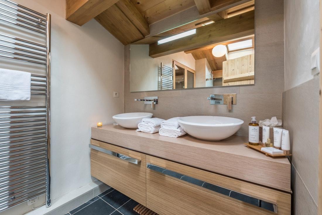 Spacious bathroom eco-friendly toiletries hotel services chalet Omaroo I Morzine
